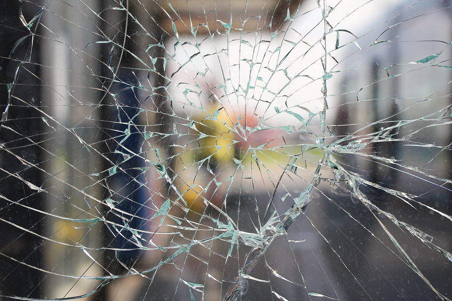 Ein Spontanbruch an einer Fensterscheibe kann gerne mal EUR 2.000 kosten