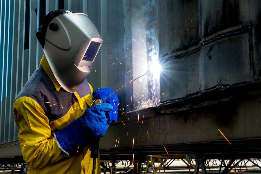 Arbeiter beim Schweißen